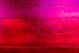 A red and purple wall, photo by Hilthart Pederson